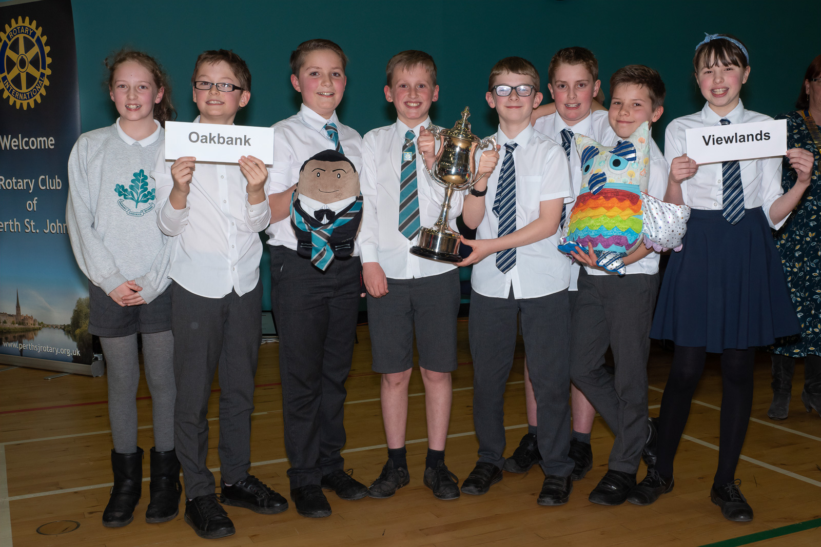 The winning teams from Oakbank and Viewlands Schools